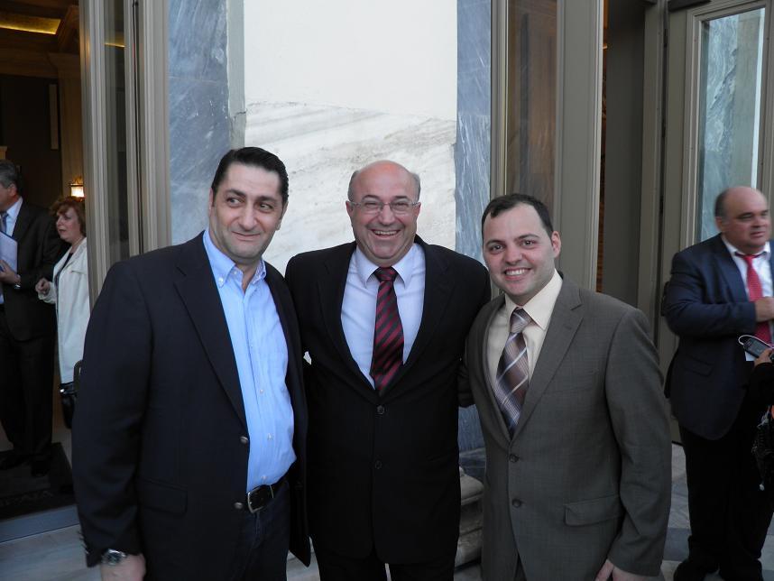 Ο Σωτήρης Κουρής με τα δύο δυνατά του «χαρτιά» το Πρόεδρο της Αδελφότητας Τάσο Βαλλιανάτο και τον υπεύθυνο.