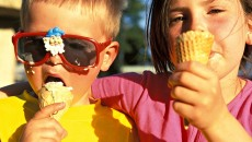 Brother and sister eating an icescream