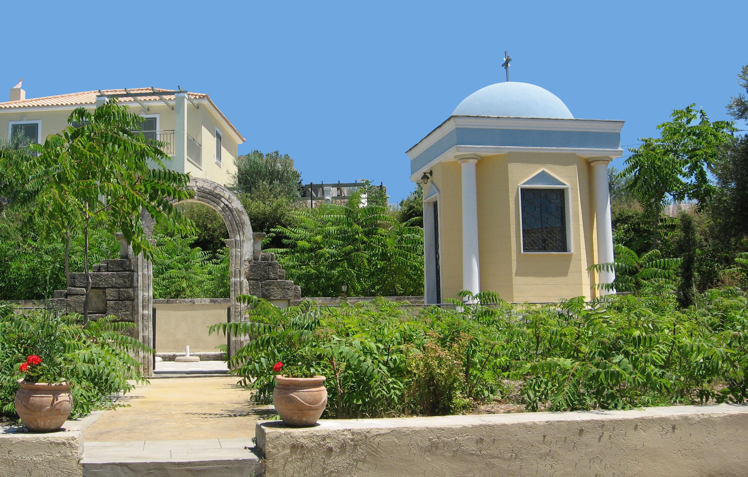 Η οικογενειακή εκκλησία όπως χτίστηκε μετά τους σεισμούς