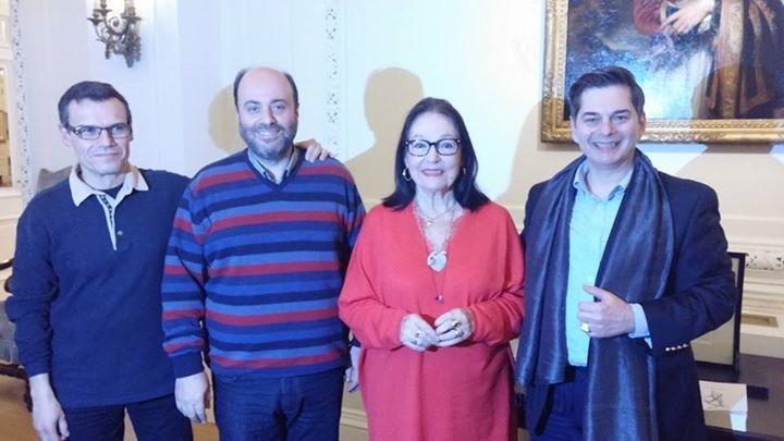 Στη φωτο από αριστερά: Ο πιανίστας Δημήτρης Γιάκας , ο μαέστρος Αγαθάγγελος Γεωργακάτος , η Νάνα Μούσχουρη και ο Νίκος Τσαούσης
