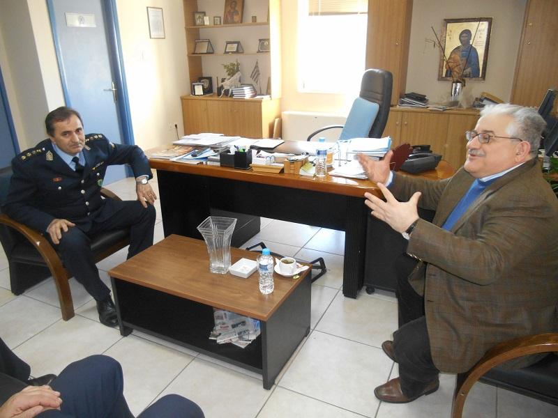 Ο κ. Δίπλας με τον πρώην υπουργό κ. Τζαβάρα
