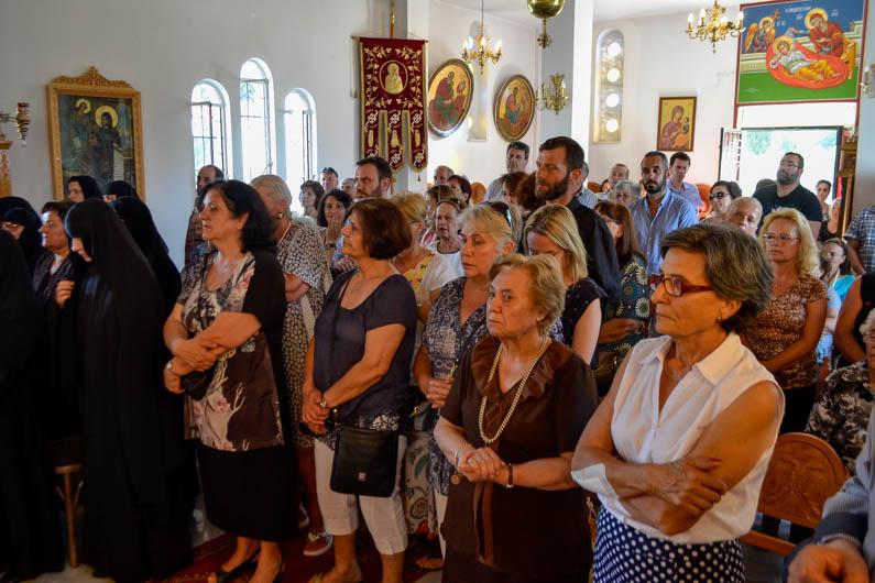 monaxiki-koura-apostoli